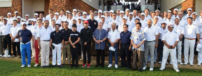 Desaru His Majesty Sultan Ibrahim is joined by Laksamana Trophy Charity Golf Tournament 2016 players and supporters as The Els Club Desaru Coast - Ocean Course is officially launched